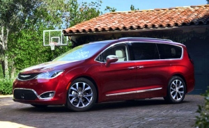 Google chooses Chrysler Pacifica minivan for self-driving technology testing (Photo: FCA)
