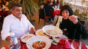 Libyans eat at Toucan, a newly opened Mediterranean fusion restaurant in the Libyan capital Tripoli on April 10, 2016. (Mahmud Turkia/ AFP)