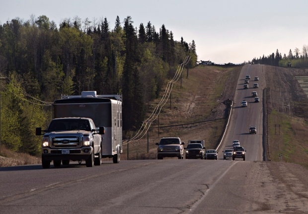Evacuees leave Fort McMurray in the early morning, after being stranded north of wildfires which have been raging in the northern Alberta city on Friday, May 6, 2016. (Jason Franson / THE CANADIAN PRESS)