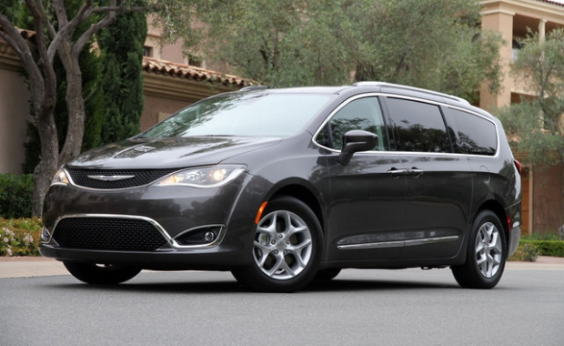2017 Chrysler Pacifica minivan