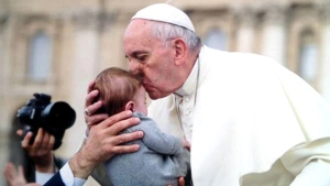 Canada AM: Pope Francis kisses and blesses baby