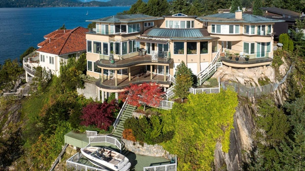 11 88m West Vancouver Mansion Comes With Private Boat