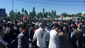 Hazara demonstrators gather to start march toward the centre of Kabul, Afghanistan, Monday, May 16, 2016. (AP / Massoud Hossaini)