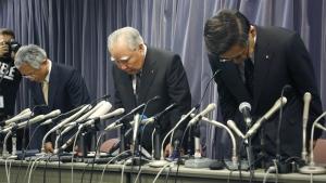 Suzuki Motor Corp. Chairman and Chief Executive Osamu Suzuki, centre, bows with president Toshihiro Suzuki, right, and vice president Osamu Honda during a press conference in Tokyo on Wednesday, May 18, 2016. (AP / Shizuo Kambayashi)