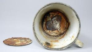 The mug with the false bottom displayed at the Auschwitz-Birkenau State Museum (Mirosław Maciaszczyk/ Auschwitz-Birkenau)