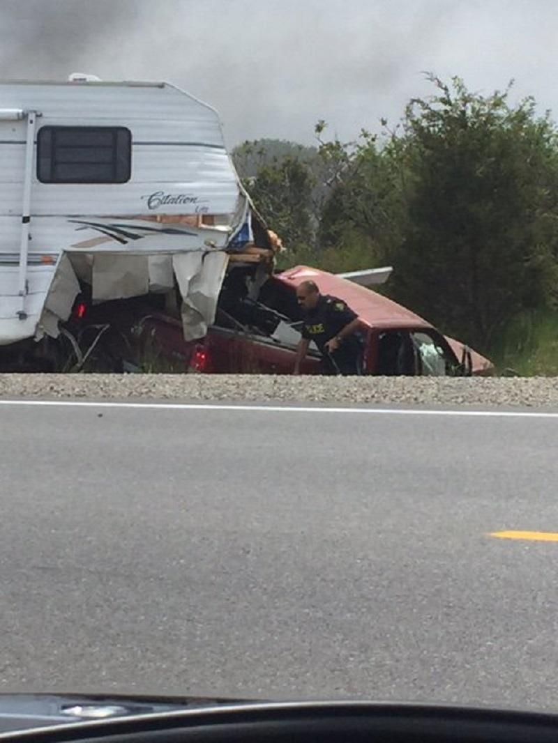 Camper crash highway 3