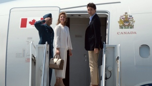 Prime Minister Justin Trudeau and wife Sophie Gregoire Trudeau depart from Ottawa on Sunday, May 22, 2016, en route to Japan. (Sean Kilpatrick / THE CANADIAN PRESS)
