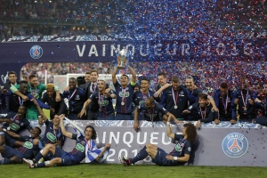 PSG team celebrate with their trophy after winning the French Cup final soccer match between Marseille and PSG at the Stade de France Stadium, in Saint Denis, North of Paris, Saturday, May 21, 2016. (AP Photo/Francois Mori)