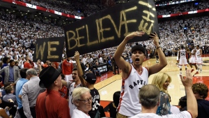 Toronto Raptors fans celebrate in Toronto on May 23, 2016. (Frank Gunn / THE CANADIAN PRESS)