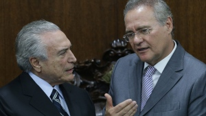 Brazil's acting President Michel Temer, left, talks with President of the National Congress Sen. Renan Calheiros, during meeting to deliver to Congress the revision project of the government's fiscal target, in Brasilia, Brazil, Monday, May 23, 2016. (AP / Eraldo Peres)