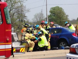 Emergency crews work to free a crash victim on Wonderland Road in London Ont. on May 25, 2016. (Jim Knight/CTV London)