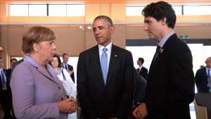 Prime Minister Justin Trudeau, right, talks with German Chancellor Angela Merkel, left, and U.S. President Barack Obama as they visit the Ise Grand Shrine (Ise Jingu) in Ise, Japan during the G7 Summit on Thursday, May 26, 2016. (Sean Kilpatrick / THE CANADIAN PRESS)