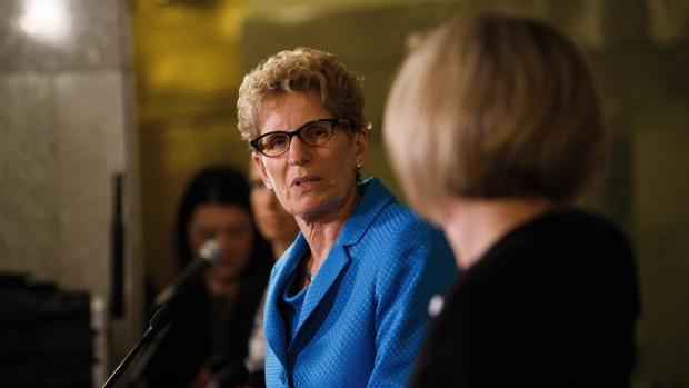 Ontario Premier Kathleen Wynne, left, looks at Alberta Premier Rachel Notley at the Alberta Legislature Building in Edmonton on on May 26, 2016. (Codie McLachlan / THE CANADIAN PRESS)