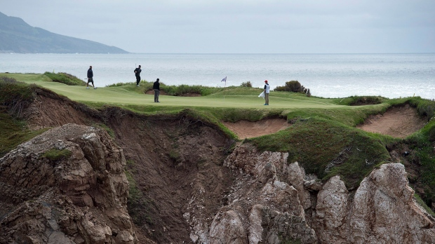 The 176 yard, par 3, 16th hole at Cabot Cliffs, the seaside links golf course rated the 19th finest course in the world by Golf Digest, is seen in Inverness, N.S. on Wednesday, June 1, 2016. (Andrew Vaughan / THE CANADIAN PRESS)