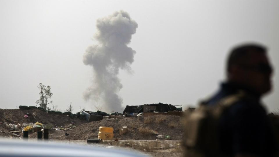 isis shooting civilians fleeing fallujah aid group says