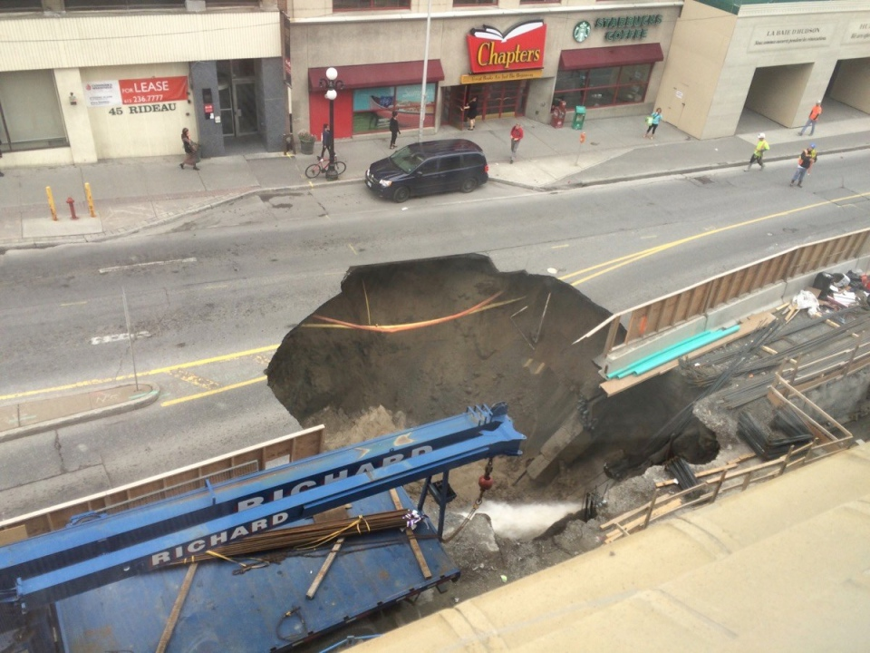 Massive sinkhole forms on Rideau Street | CTV Ottawa News