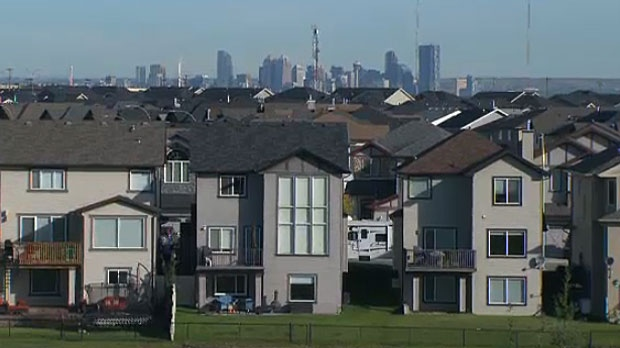 The Canada Mortgage and Housing Corporation says that house prices are continuing to drop in Calgary and aren't expected to recover until 2017.