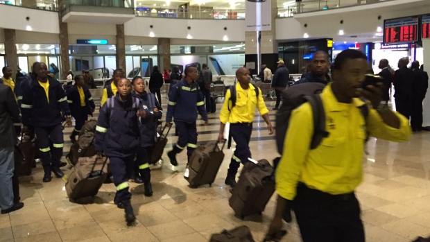south african firefighters return home after fort mcmurray dispute