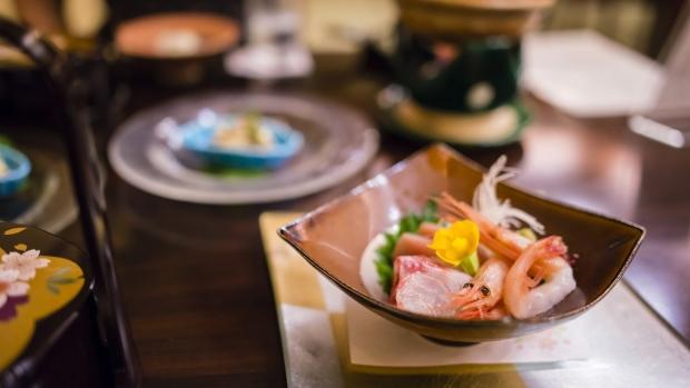 japan michelin star restaurant closed after food poisoning. Black Bedroom Furniture Sets. Home Design Ideas