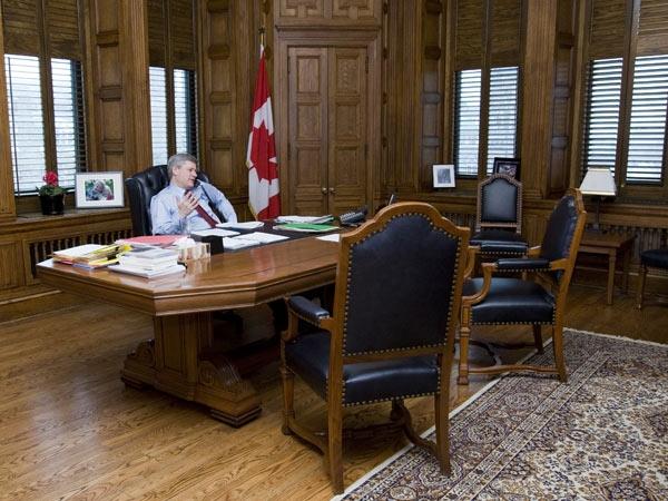 Prime Minister Harper speaks with President Barack Obama on Friday January 23,2009. (Photo courtesy the Prime Minister's Office)