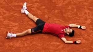 Serbia's Novak Djokovic falls as he defeats Britain's Andy Murray during their final match of the French Open tennis tournament at the Roland Garros stadium, Sunday, June 5, 2016 in Paris. (AP / David Vincent)