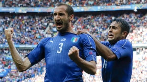 Italy's Giorgio Chiellini, left, celebrates with Eder after scoring his side's first goal during the Euro 2016 round of 16 soccer match between Italy and Spain, at the Stade de France, in Saint-Denis, north of Paris, Monday, June 27, 2016. (AP Photo / Antonio Calanni)