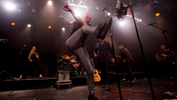 Spirit of the West lead sing John Mann, whose journey with Alzheimer's disease is the subject of a new documentary airing on HBO Canada, performs his final concert in Vancouver, Saturday, April 16, 2016. (Jonathan Hayward/ THE CANADIAN PRESS)