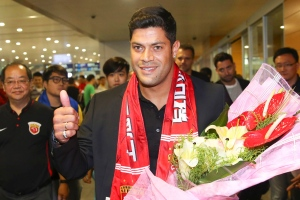 Brazilian soccer player Hulk gives a thumbs-up as he arrives to fans waiting at the airport in Shanghai Wednesday, June 29, 2016. (Color China Photo via AP)