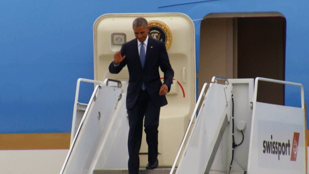 U.S. President Barack Obama waves after landing in Ottawa to join Justin Trudeau and Enrique Pena Nieto for the North American Leaders' Summit on Wednesday, June 29, 2016.