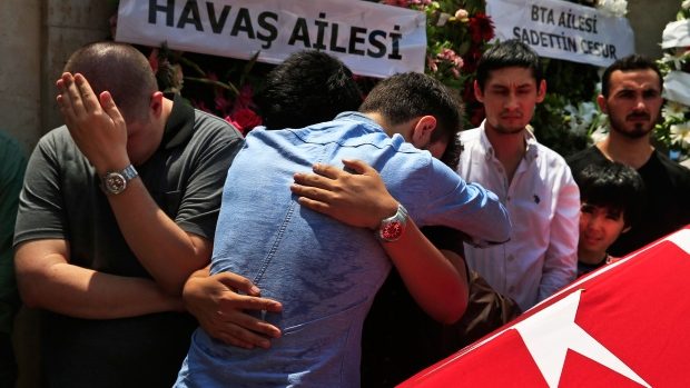 Relatives mourn as they gather around the Turkish flag-draped coffin of Habibullah Sefer, one of the victims killed Tuesday at the blasts in Istanbul's Ataturk airport, during the funeral in Istanbul, Thursday, June 30, 2016. (AP / Lefteris Pitarakis)