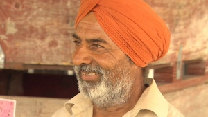 Avtar Hothi used his turban as a rope to pull a struggling teenager to safety.