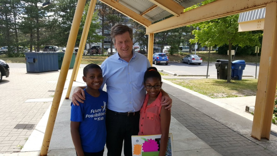 Toronto Mayor John Tory with Joshua and Abigail Dunbar (Photo: Twitter / Future Possibilities for Kids Canada)