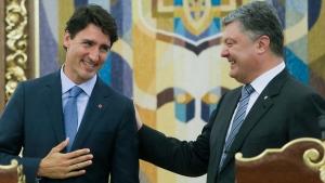 Ukrainian President Petro Poroshenko, right, and Prime Minister Justin Trudeau in Kyiv, Ukraine, on July 11, 2016. (Efrem Lukatsky / AP)