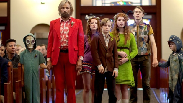 Viggo Mortensen, Annalise Basso, and Nicholas Hamilton in Captain Fantastic