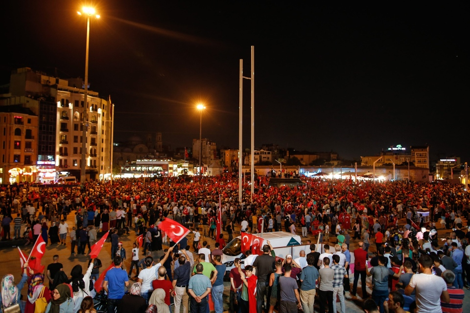 Failed coup strengthens Turkey's president; supporters ...