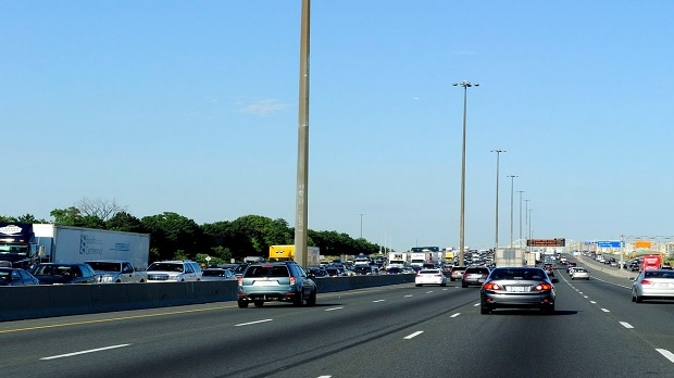 Traffic is shown on Highway 401 in Toronto in this 2012 file photo. (Dominic Chan / THE CANADIAN PRESS)