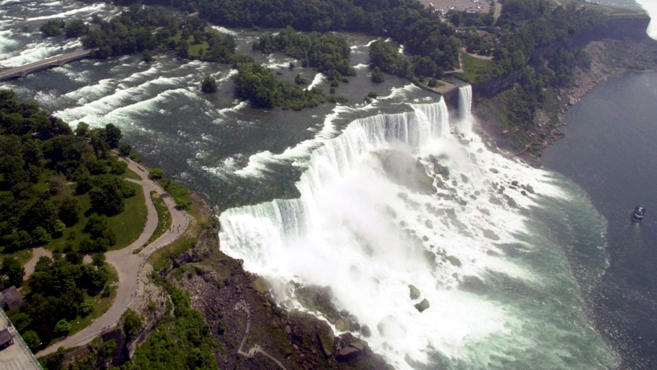 The United States side, foreground, of Niagara Falls is viewed in Niagara Falls, N.Y. on June 14, 2001. (AP / David Duprey)