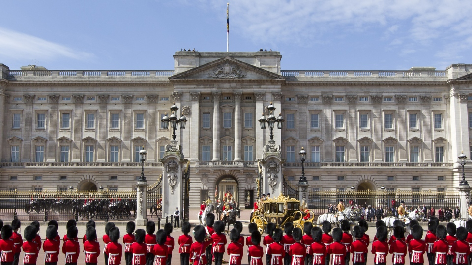 Buckingham Palace in London is pictured. (AFP PHOTO / JUSTIN TALLIS )