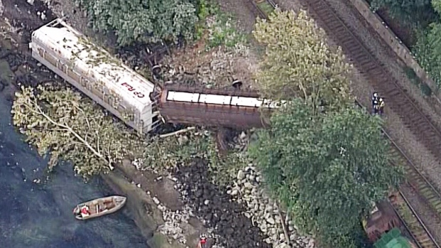 No injuries after train transporting grain derails