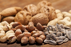 Increasing the proportion of foods rich in monounsaturated fat or polyunsaturated fat, such as nuts and seeds and decreasing the intake of carbohydrate and saturated fat, could help to reduce the risk of developing type 2 diabetes. (© Aleksandar Zoric/Istock.com)