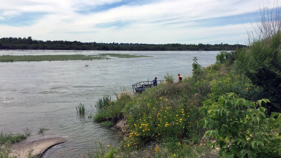 Crews clean up along the North Saskatchewan River near North Battleford on Friday, July 22, 2016, following an oil spill from a Husky Energy pipeline. (Calvin To/CTV Saskatoon)