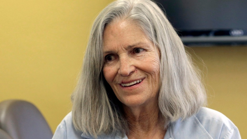 Former Charles Manson follower Leslie Van Houten confers with her attorney Rich Pfeiffer, not shown, during a break from her hearing before the California Board of Parole Hearings at the California Institution for Women in Chino, Calif. on April 14, 2016. (AP / Nick Ut)