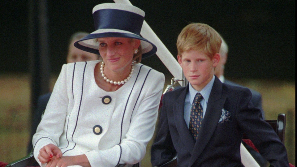 Princess Diana and Prince Harry in London, on Aug. 19, 1995. (Alastair Grant / AP)