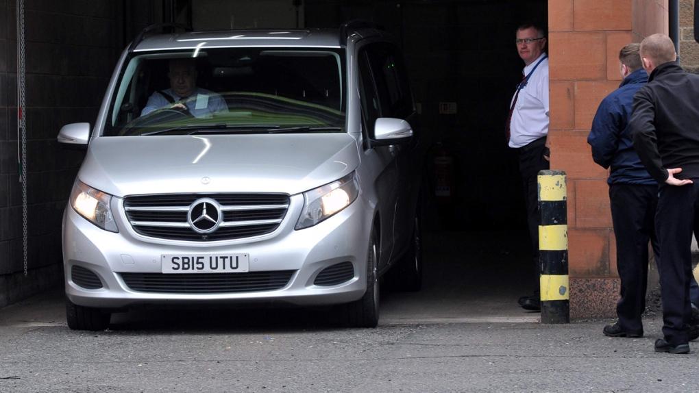 Van leaves Paisley Sheriff Court