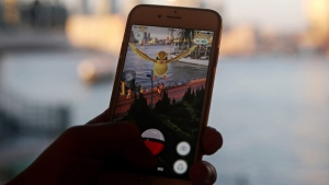 Playing 'Pokemon Go' in Hong Kong, on July 25, 2016. (AP / Kin Cheung)