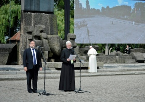 Pope Francis, right with back to camera, prays as Poland's chief rabbi Michael Schudrich, left, stands next to Rev. Stanislaw Ruszala as he reads a psalm in Polish during the papal visit to the site of the German Nazi death camp of Birkenau in Oswiecim, Poland, Friday, July 29, 2016. (Tomasz Pielesz / Auschwitz Museum via AP)