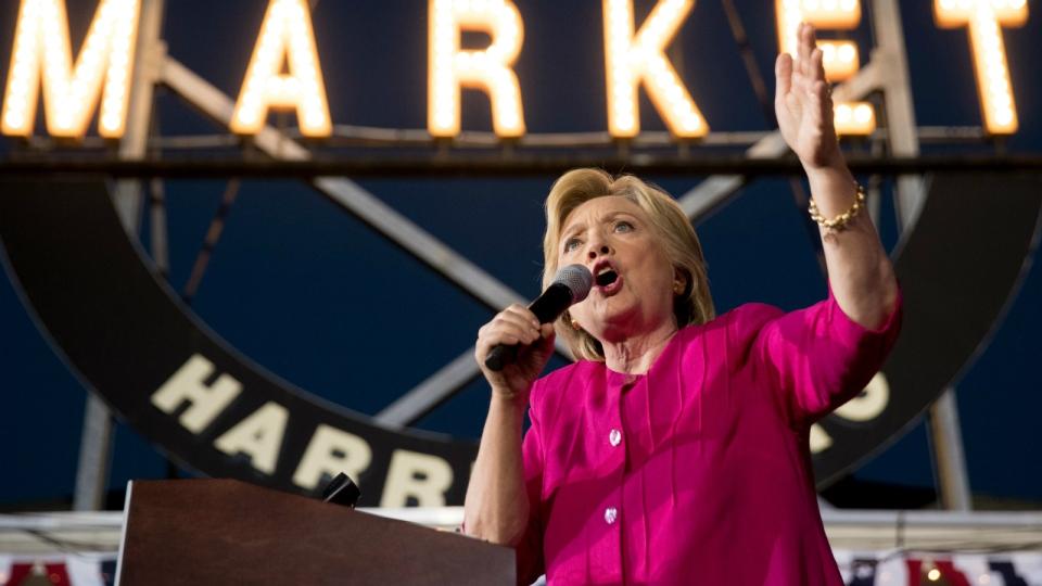 Clinton presents national security plan