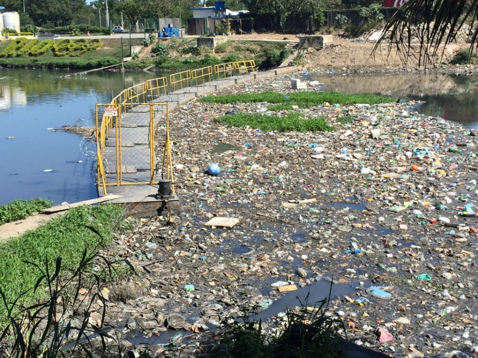 A barrier in Arroio Fundo stops garbage from going to Guanabara, but there are still significant concerns over the water (Photo by CTV's Omar Sachedina)
