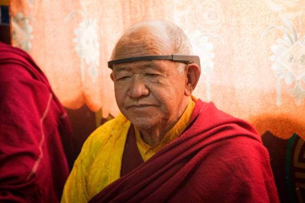 neurologist treks to everest to study monks in meditation