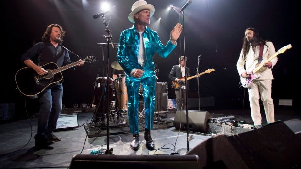 Frontman of the Tragically Hip, Gord Downie, centre, leads the band through a concert in Vancouver, on Sunday, July, 24, 2016. THE CANADIAN PRESS/Jonathan Hayward